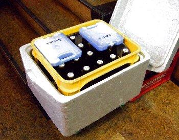 保冷ケースに入れた瓶ビール